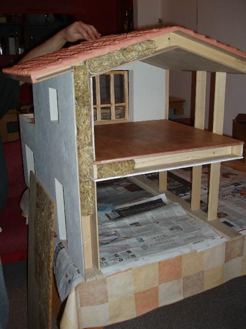 Casa di paglia in miniatura associazione terra semplice - Come costruire una casa in miniatura ...
